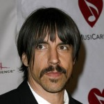 Vocalista do Red Hot Chilli Peppers é confundido c...